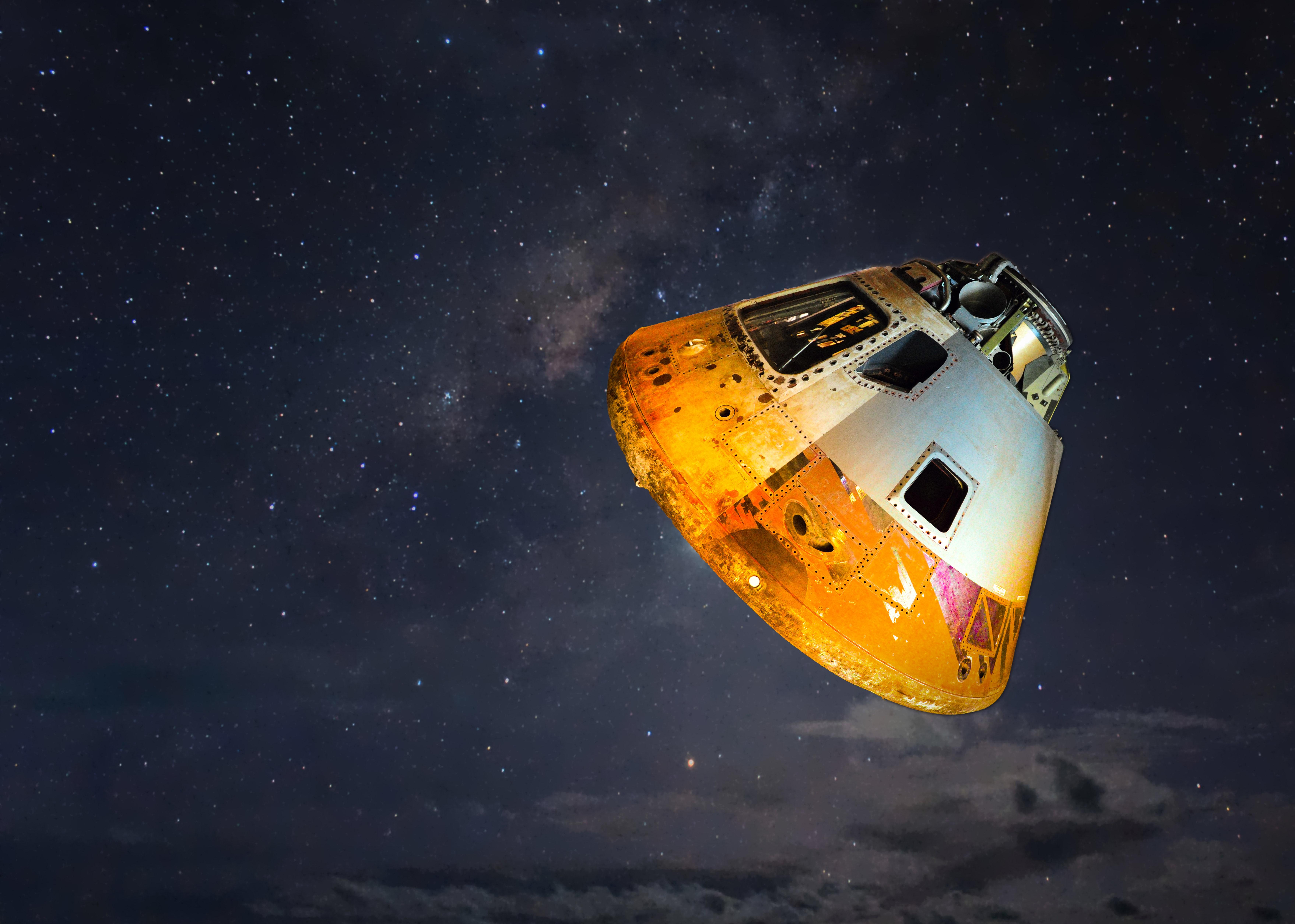 grey-and-orange-spaceship-700015